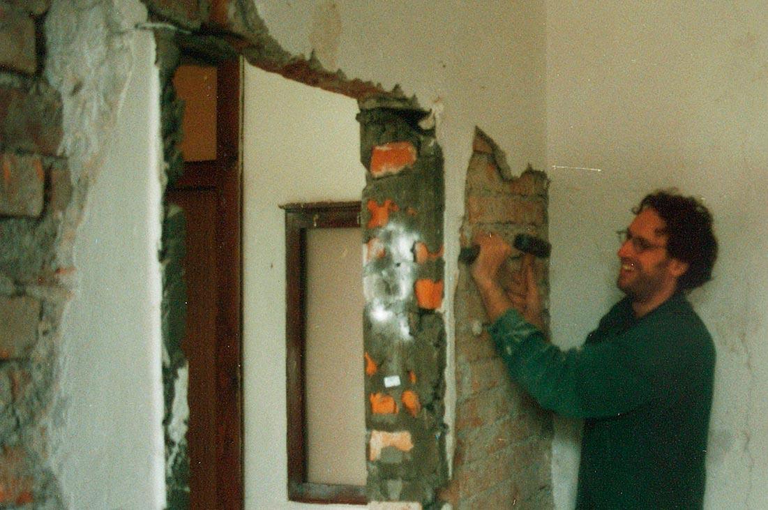 Renovierung vor der Eröffnung des kulturverein bahnhof, Hannes Metzler, 2000