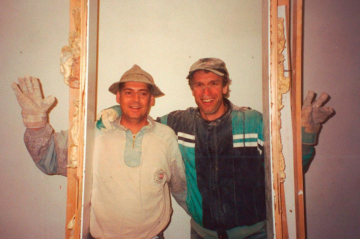Entfernung der Zwischenwand im kulturverein bahnhof, Werner Schedler und Hannes Metzler, 2002
